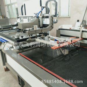 半自动丝印机_UV干燥固化机半自动丝印机带机械手自动送入省力操作人员都喜爱